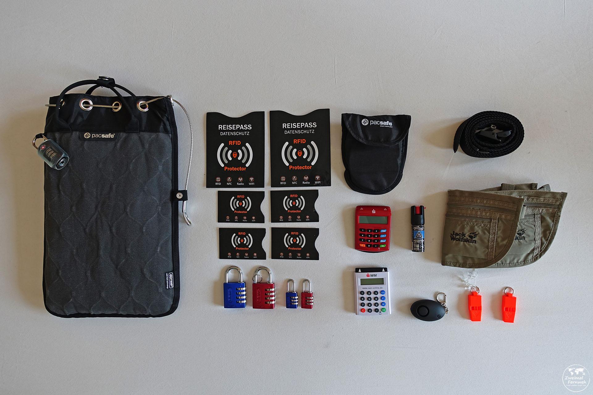 Wir zeigen Dir unsere Sicherheitsausrüstung unserer Weltreise Packliste