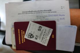 Abgabe der Unterlagen für die Visumsverlängerung in Thailand.